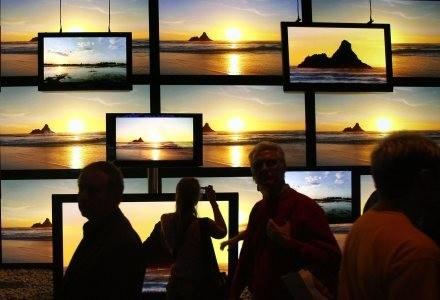 Wbrew pozorom różnice między tańszymi telewizorami LCD nie są duże. Diabeł tkwi jednak w szegółach. /AFP