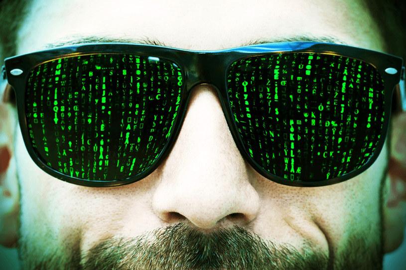 Wbrez wizerunkowi kreowanemu w filmach, hakerzy to zupełnie zwyczajni ludzie. /materiały prasowe