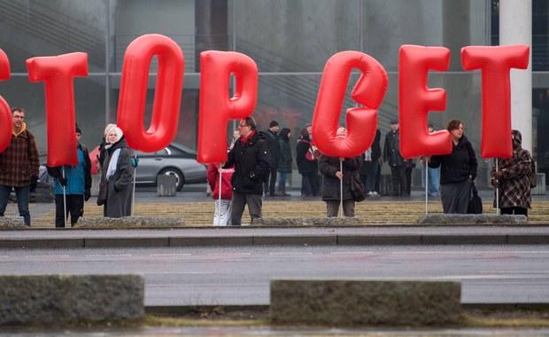 Wchodzi w życie kontrowersyjna umowa handlowa CETA