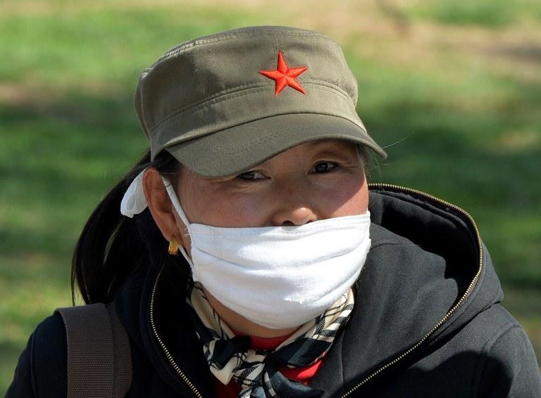 Wciąż nie udało się ustalić, w jaki sposób H7N9 jest przenoszony /AFP