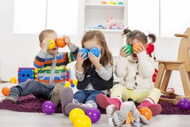 Wciąż to na kobiety spada większość obowiązków związanych z wychowaniem dzieci /©123RF/PICSEL