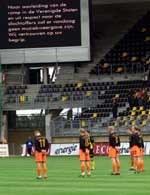 Wczoraj piłkarze rozpoczynali mecze minutą ciszy. Dziś odwołano wszystkie spotkania