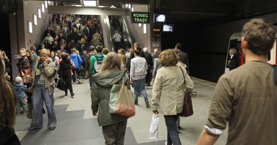 Wczoraj warszawskie metro nie kursowało między stacjami Ratusz Arsenał-Politechnika /Radek Pietruszka /PAP