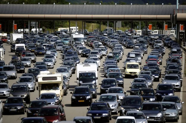 We Francji na 1 auto przypada około 1,7 mieszkańca /AFP