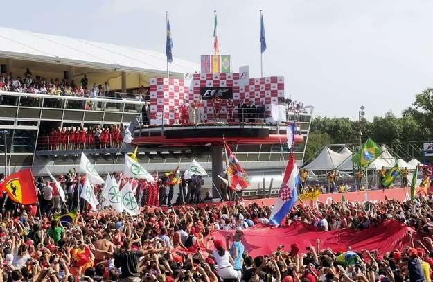 We Włoszech, w nowym sezonie Formuły 1, nadal będzie organizowany jeden wyścig GP na torze Monza. /AFP