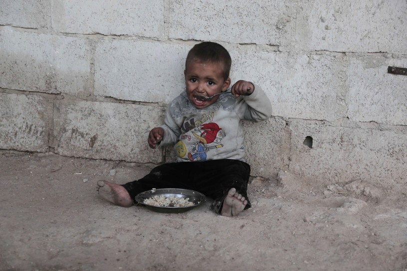 We Wschodniej Ghucie żyje obecnie około 400 tys. osób. Szacuje się, że połowa z nich to dzieci /AMER ALMOHIBANY /AFP