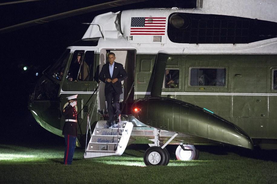 Według anonimowego przedstawiciela armii USA, Amerykanie przeprowadzili naloty na prośbę irackich władz. Na zdjęciu: prezydent USA Barack Obama /Joshua Roberts/POOL /PAP/EPA