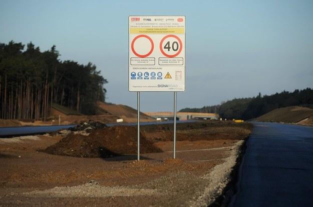 Według danych Generalnej Dyrekcji Dróg Krajowych i Autostrad wybudowanie 1 kilometra autostrady w Niemczech kosztuje 8,24 mln euro, w Polsce - 9,61 mln /Fot. Wojciech Strozyk /Reporter