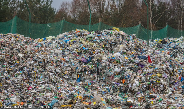Według danych za 2014 roku w Polsce wytwarza się rocznie 142 mln ton odpadów /East News