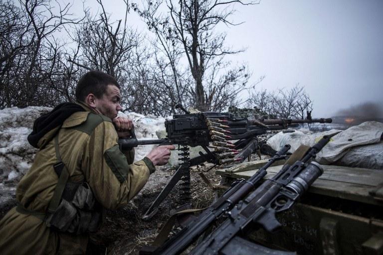 Według eksperta, Rosja ma znacznie więcej środków, które może wykorzystać w tym konflikcie niż Ukraina; na zdjęciu prorosyjski separatysta w okolicy Donbasu, fot. ilustracyjna /MANU BRABO /AFP