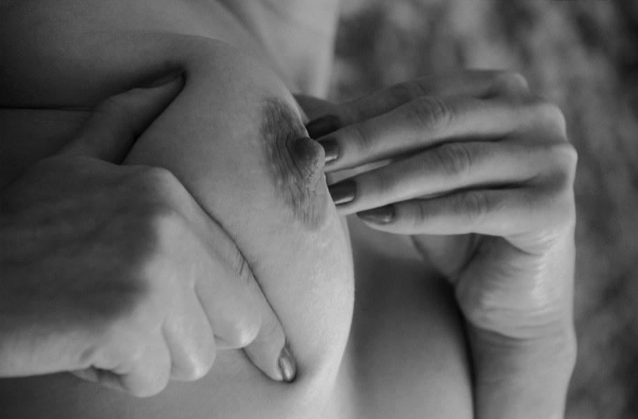 Według ekspertów, w najbliższych latach najbardziej będzie wrastać zachorowalność na raka jelita grubego, raka prostaty u mężczyzn i raka piersi u kobiet /Maciej Czajkowski /PAP