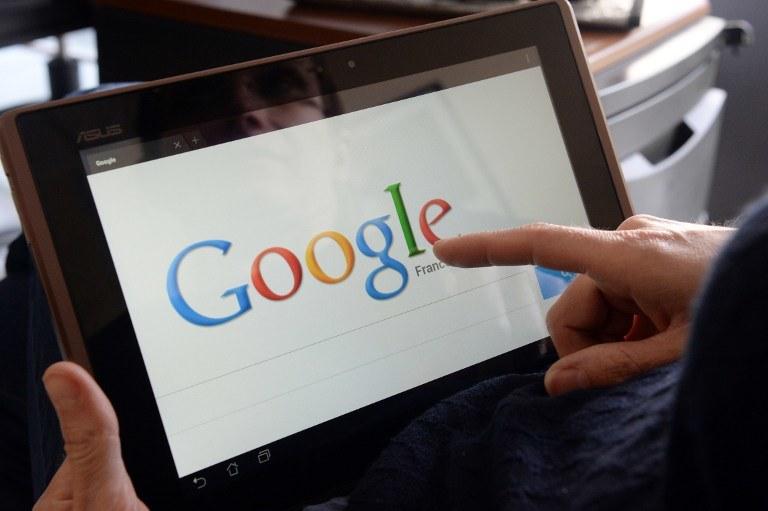 Według KE Google jest złe, bo na urządzeniach z Androidem instaluje swoje oprogramowanie /AFP
