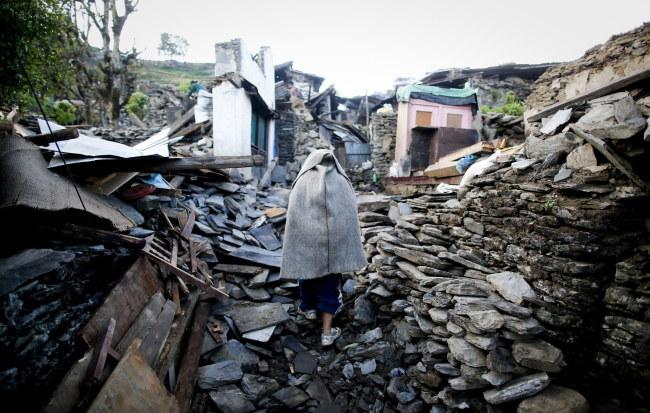 Według nepalskich władz nie ma już możliwości znalezienia żywych osób pod gruzami /DIEGO AZUBEL /PAP/EPA