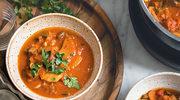 Wegańska zupa gulaszowa z kluskami