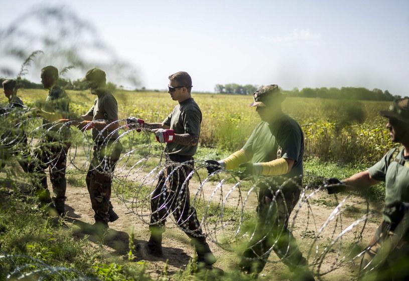 Węgrzy zbudują drugi płot na granicy /AFP