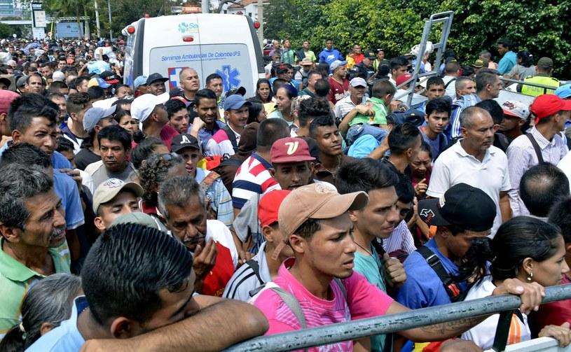 Wenezuelczycy na granicy z Kolumbią /PAP/EPA