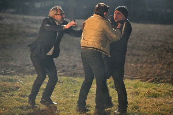 Werner i Mostowiak złapią Rafała, ale ten szybko im ucieknie /Agencja W. Impact