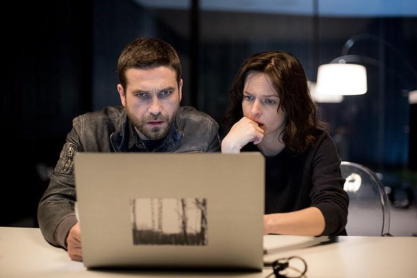 Weronika ma wyjątkowy dar do wyszukiwania informacji. Intuicja podpowiada jej, za którym wątkiem pójść /HBO