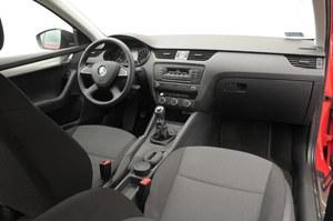 Wersja Active, doposażona w pakiet Amazing zyskuje czteroramienną kierownicę i wyświetlacz Maxi-DOT. Radio z CD wymaga dopłaty 1200 zł. /Motor