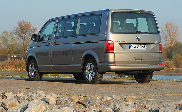 Wersja o rozstawie osi wydłużonym o 40 cm (do 340 cm) wymaga dopłaty około 4600 zł. /Motor