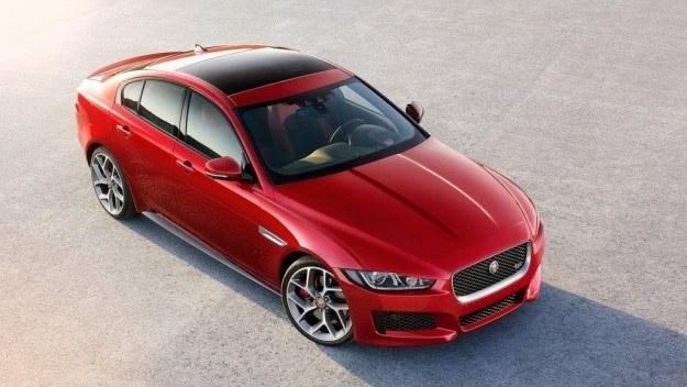Wersja S wyróżnia się m.in. większymi wlotami powietrza oraz 20-calowymi obręczami z kutego aluminium. /Jaguar