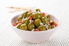 Wesoła pomidorowa marynata z zielonymi hiszpańskimi oliwkami