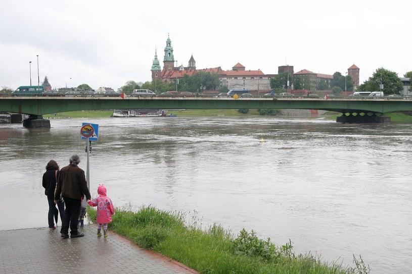 Wezbrane wody Wisły w Krakowie podczas majowej powodzi /Damian Klamka /East News