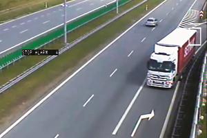 Węzeł Stryków na skrzyżowaniu autostrad A1 i A2, w tym miejscu niemal codziennie ciężarówki jadą pod prąd. (kliknij, żeby powiększyć) /Motor