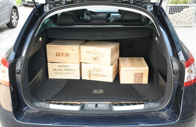 Wg naszych pomiarów pojemność bagażnika to nie 518, lecz i tak niezłe 508 l. /Motor