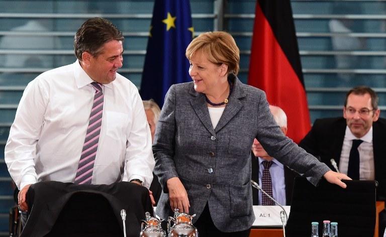 Wicekanclerz Niemiec Sigmar Gabriel i Angela Merkel /AFP