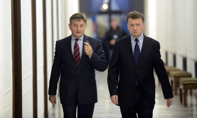 Wicemarszałek Sejmu Marek Kuchciński i szef klubu Mariusz Błaszczak /Jakub Kamiński   /PAP