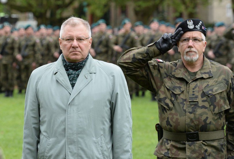 Wiceminister Maciej Jankowski (z lewej) /Gerard /Reporter