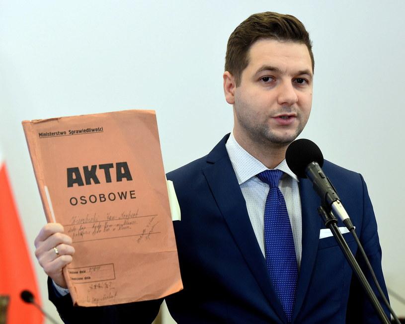 Wiceminister sprawiedliwości, przewodniczący komisji weryfikacyjnej Patryk Jaki /Radek Pietruszka /PAP