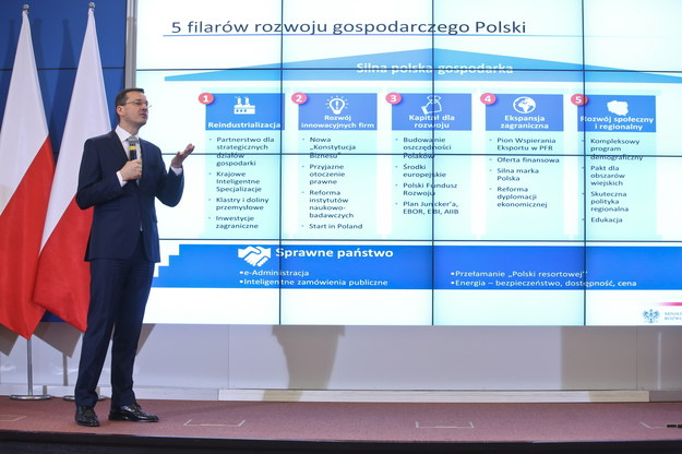 Wicepremier, minister rozwoju Mateusz Morawiecki, podczas konferencji prasowej, po posiedzeniu rządu w Warszawie 16 lutego 2016 r. /PAP