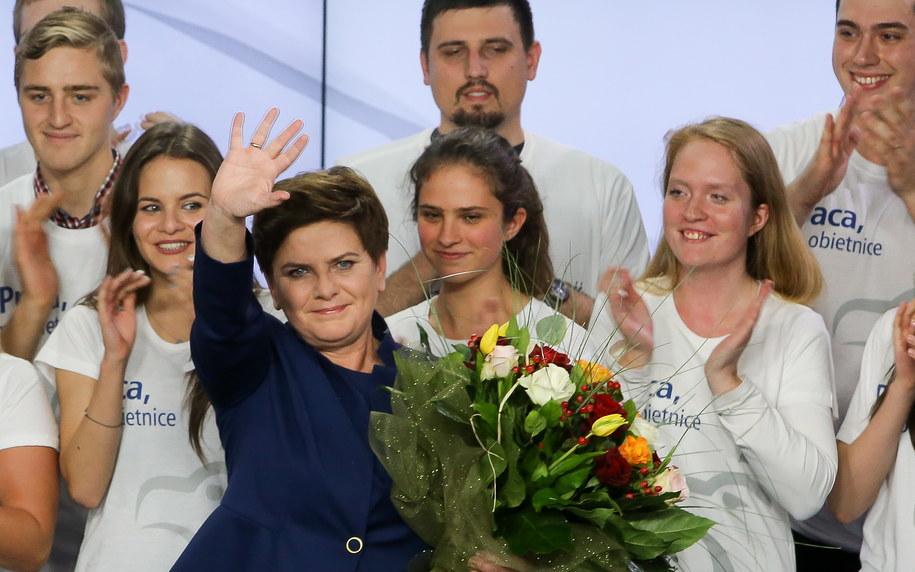Wiceprezes PiS, kandydatka na premiera Beata Szydło podczas wieczoru wyborczego Prawa i Sprawiedliwości /Paweł Supernak /PAP
