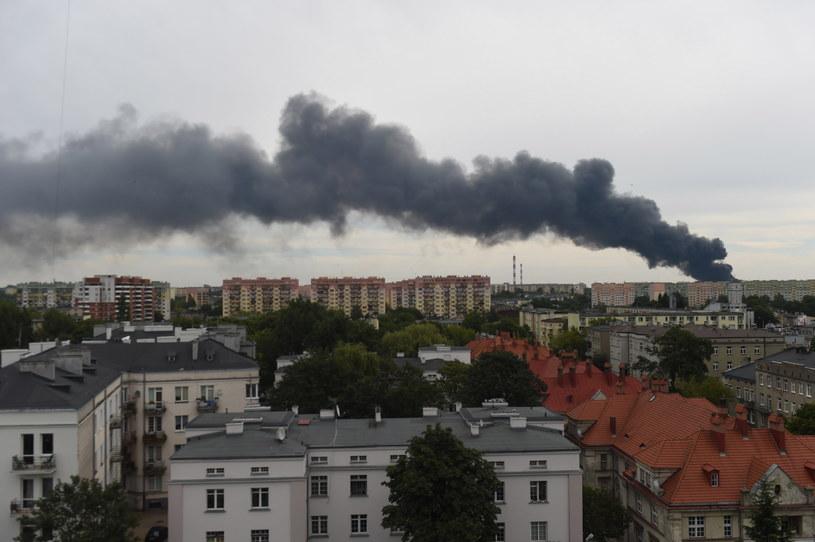 Widoczne z daleka kłęby dymu w Łodzi /Grzegorz Michałowski /PAP