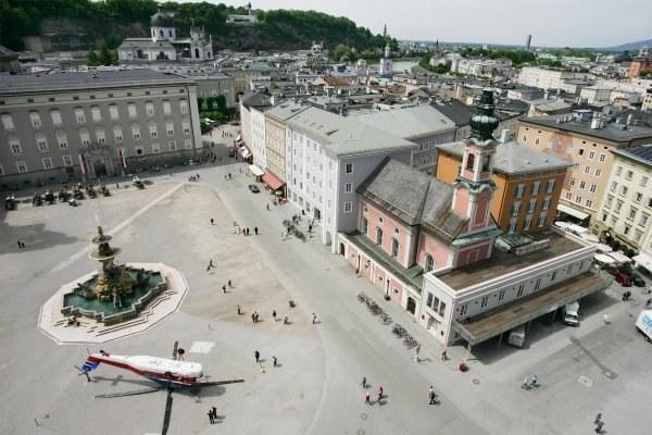 Widok na malowniczą starówkę w Salzburgu /AFP