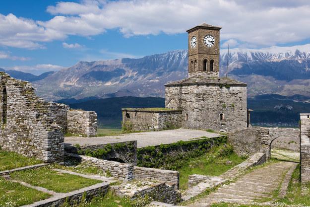 Widok na Zamek Gjirokaster w Albanii /123/RF PICSEL