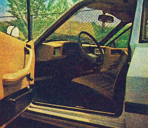 Widok wnętrza pojazdu ze zmienioną tablicą wskaźników. /Motor