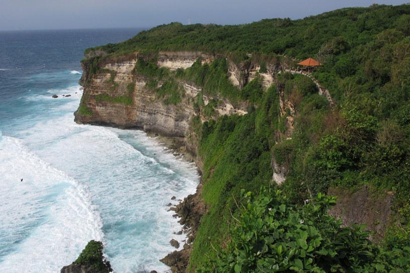 Widok z klifu w okolicy świątyni Uluwatu /fot. indo-explorer.pl /&nbsp