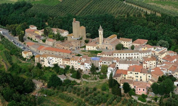 Widok z lotu ptaka na miasteczko Vinci /123/RF PICSEL