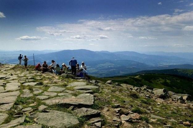 Widok ze szczytu Babiej Góry, fot Elżbieta Stozek /Reporter