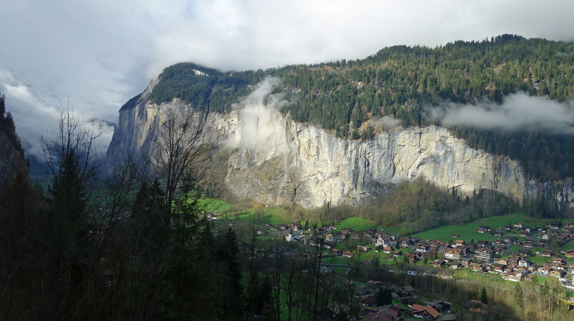 Widoki z alpejskich pociagów są imponujące /Styl.pl