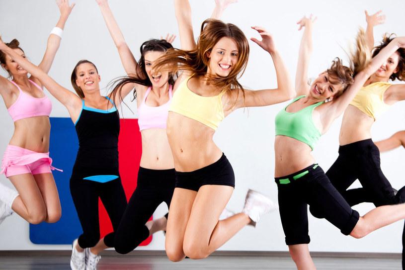 Więcej kalorii spalisz ćwicząć krótko, ale intensywnie. /©123RF/PICSEL