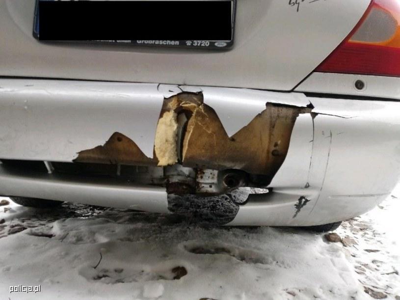 Wiekowe Mondeo zostało uszkodzone podczas kradzieży /Policja