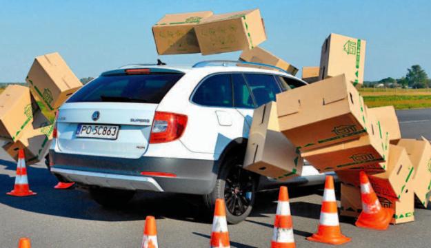 Większość kierowców ma problemy z awaryjnym hamowaniem /Auto Moto