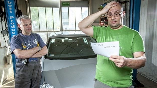 Większość mechaników stosuje ustalone ceny określonych napraw. Łatwo porównać stawki pomiędzy warsztatami. /Motor