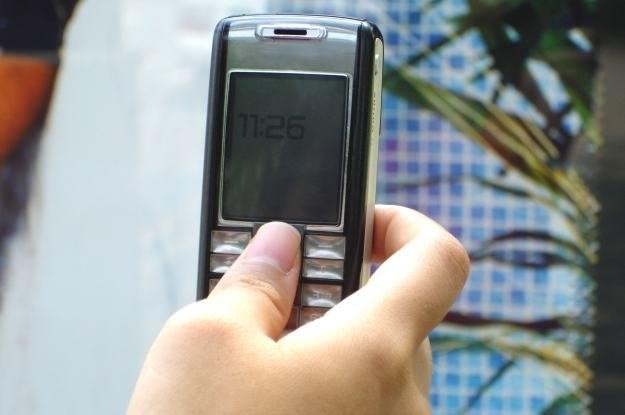 Większość osób wykorzystuje komórkę do podstawowych rzeczy - można jednak więcej   fot. Sandeep Nair /stock.xchng