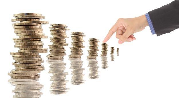 Większość z nas nie zgodziłoby się na obniżkę pensji w zamian za gwarancję zatrudnienia /123RF/PICSEL