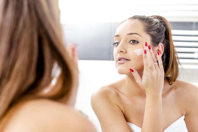 - Większość z nas stara się dbać o cerę, kupujemy drogie kremy i regularnie odwiedzamy gabinety kosmetyczne /©123RF/PICSEL